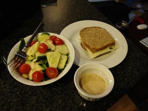Sandwich + salad